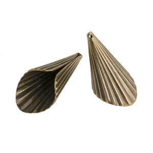 Corrugated large brass cone. 40x20mm 2 pieces. b9-2084