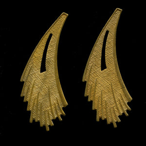 Vintage solid brass feathery curved stamping. 41x15mm. Pkg of 4. b9-2096