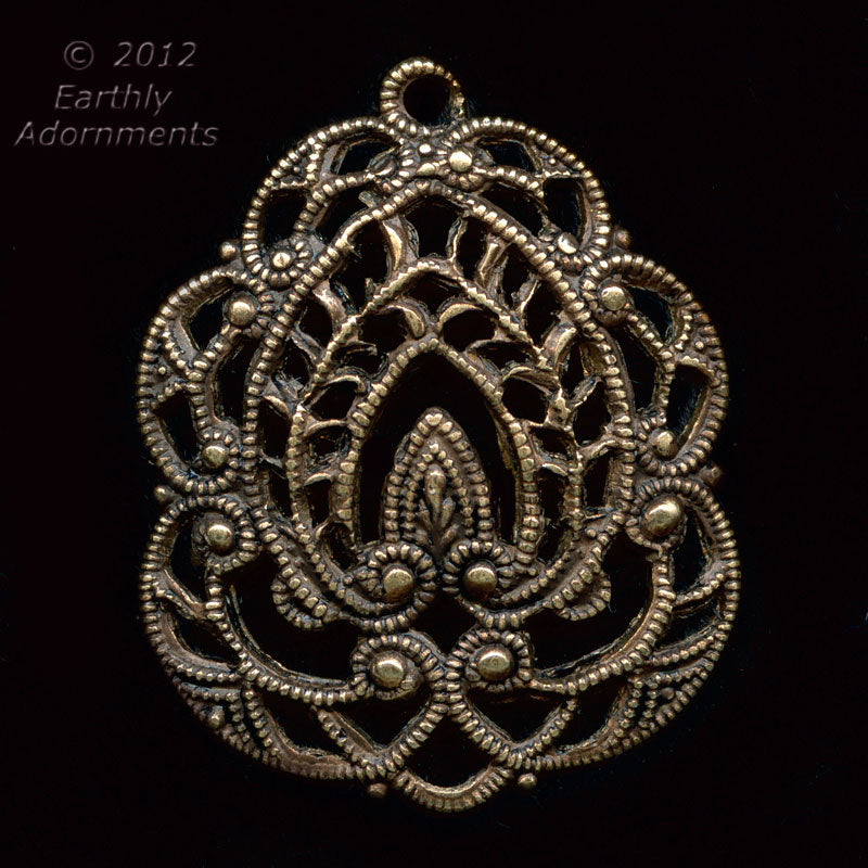 Superb oxidized brass stamped filigree from Germany. 26x22mm, sold individually. b9-2184(e)