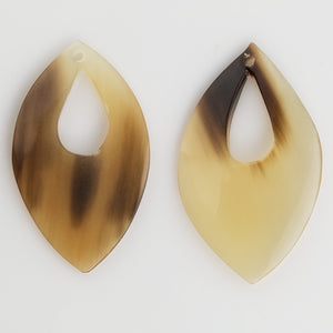 Translucent carved horn flat teardrop pendant. 35x20mm. Package of 2. b3-ho30
