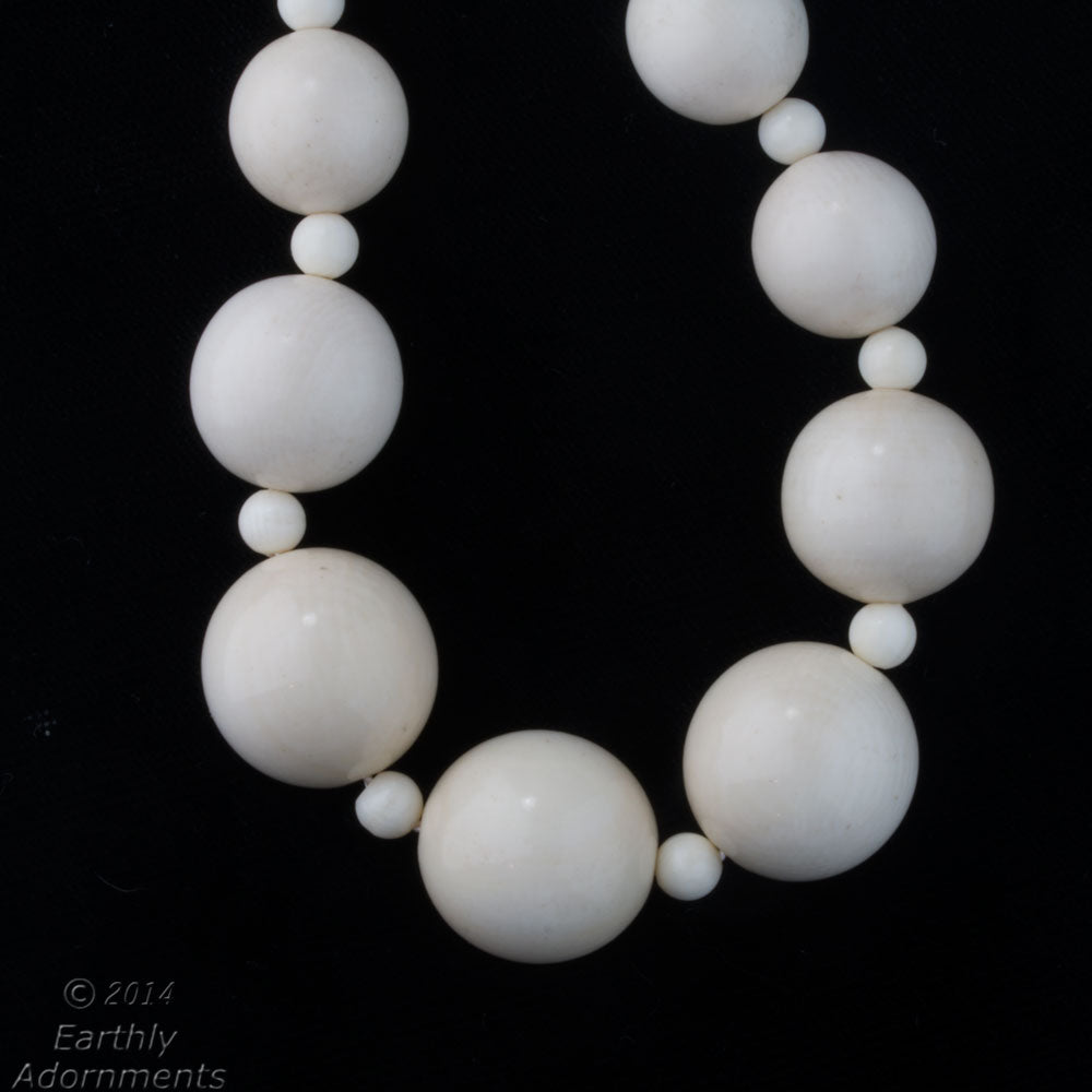 nliv858-mid 20th century vintage smooth carved ivory bead necklace