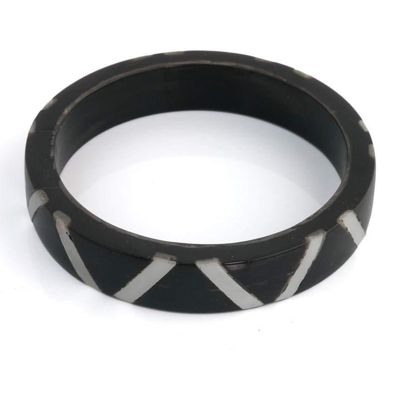 Vintage black horn bangle with mother of pearl inlay. brvn1006(e)