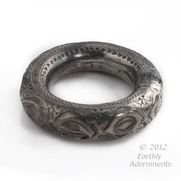 brvs882(e)-Antique tribal hollow silver bangle, Oman