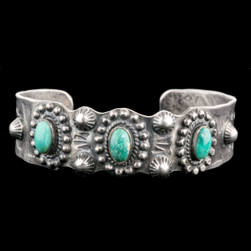 Vintage Fred Harvey style Navajo sterling silver and turquoise cuff bracelet c.1930. brvs932cs