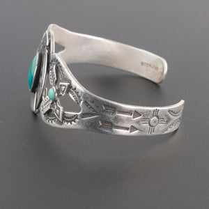 Vintage Navajo Fred Harvey style sterling silver and turquoise cuff bracelet c1930s-40s. brvs966cs