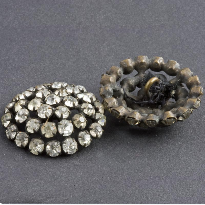 Vintage paste studded domed button. ac-vn-bt778