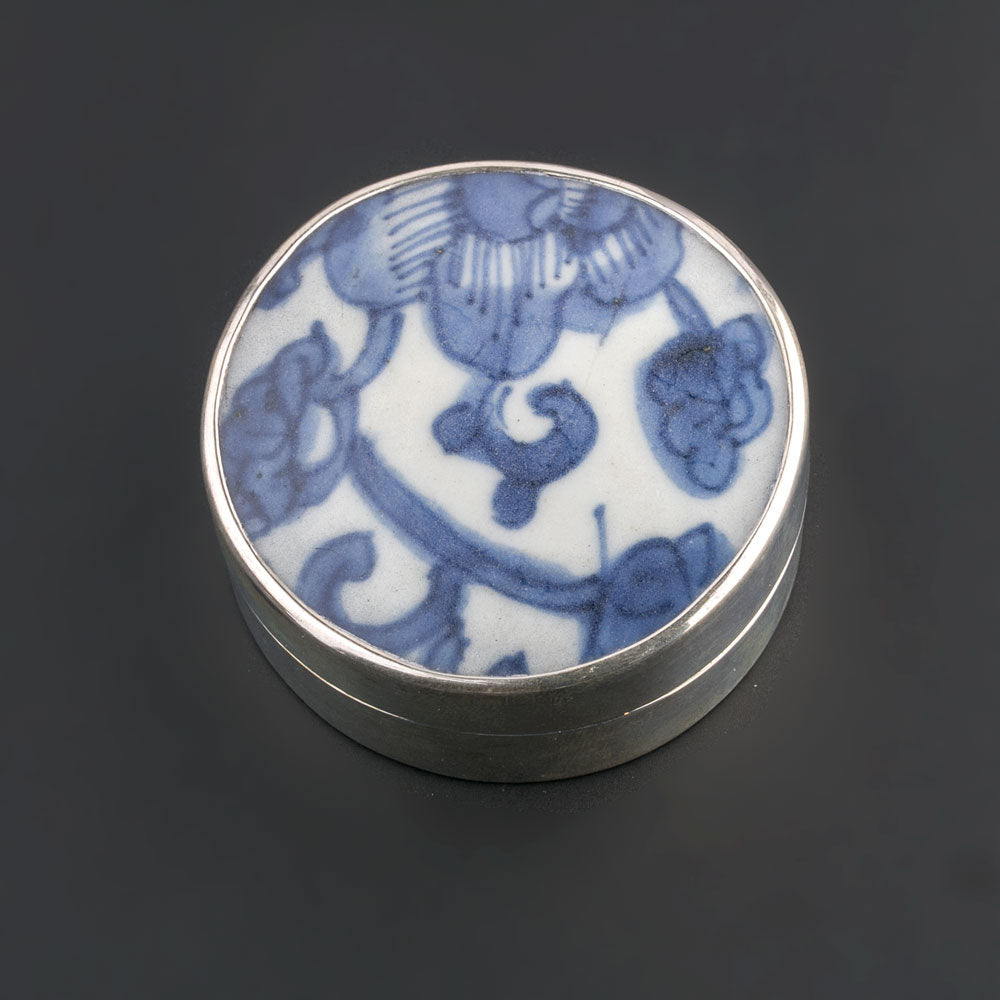 Sterling silver trinket box with antique Chinese Ming Dynasty blue and white porcelain shard. bxor103LC(e)