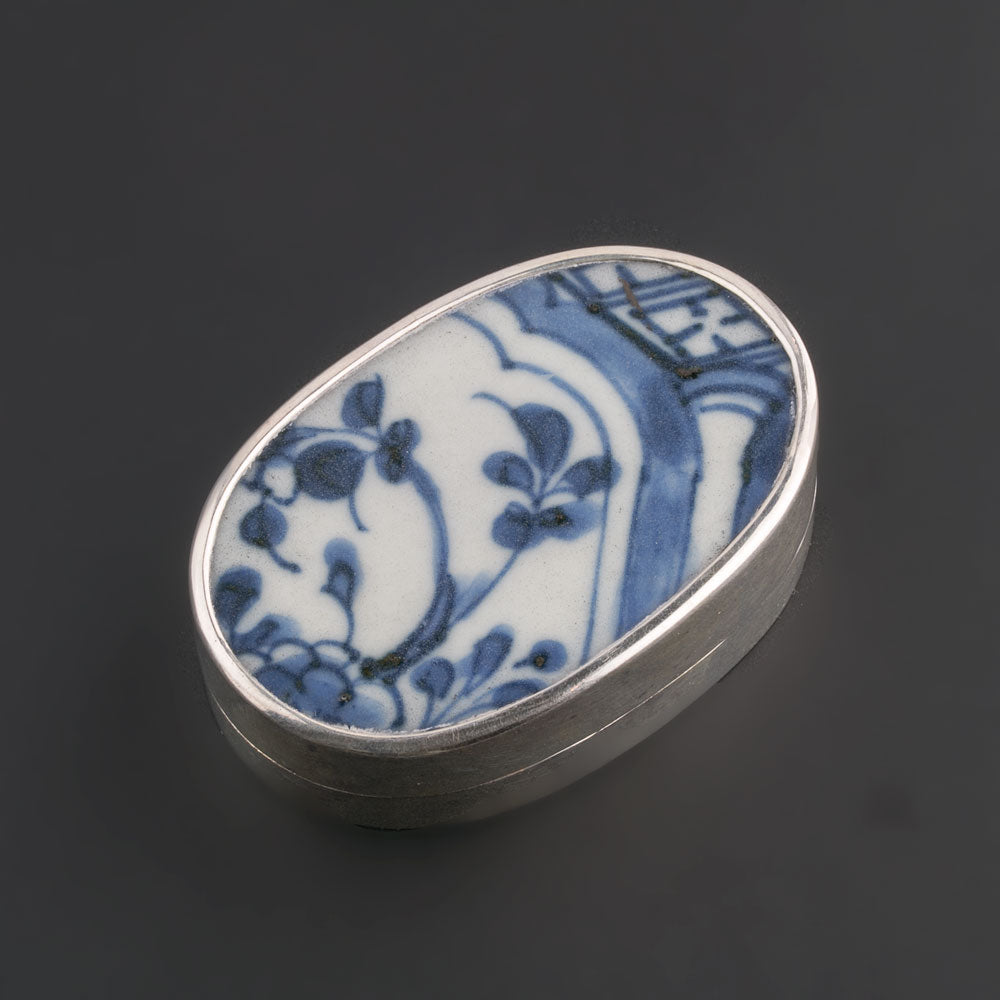 Sterling silver trinket box with antique Chinese Ming Dynasty blue and white porcelain shard. bxor104LC(e)
