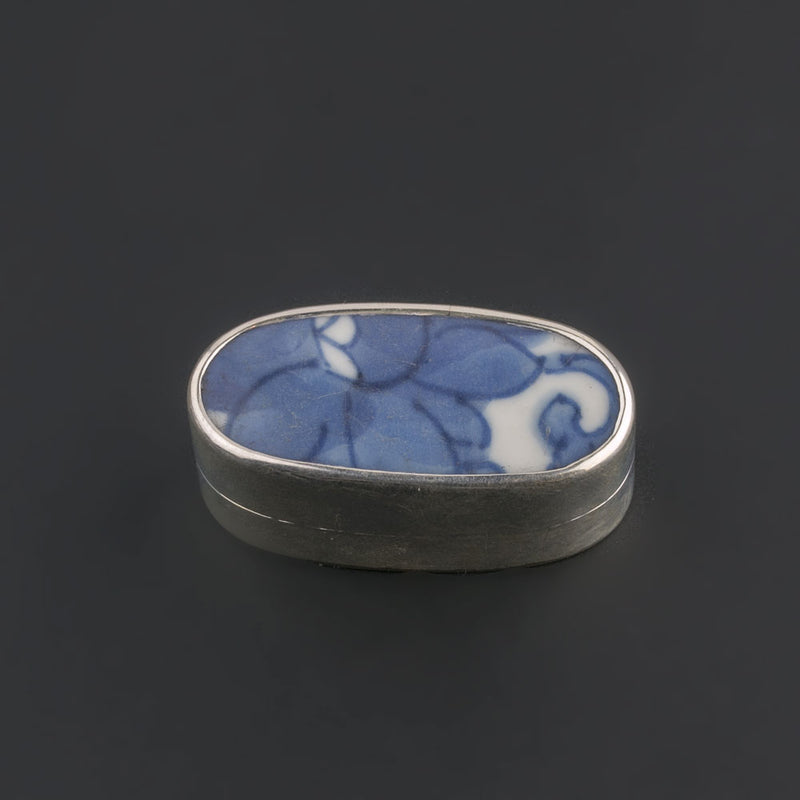 Sterling silver trinket box with antique Chinese Ming Dynasty blue and white porcelain shard. bxor105LC(e)