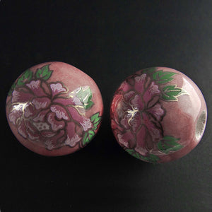 Vintage painted ceramic round,24mm, 6mm hole, sold individually. b2-377