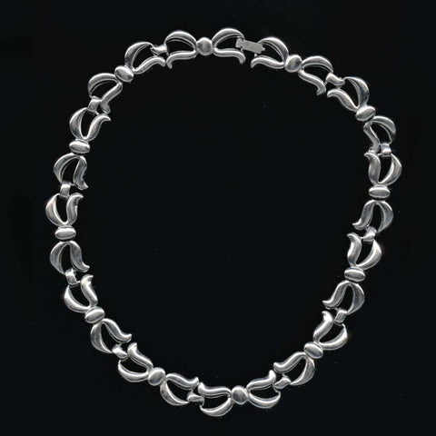 nlcs821(e)-Vintage 1950s Monet silver metal choker length necklace