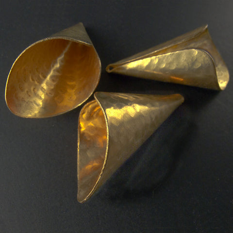 Hammered large brass cone, 40x20mm, sturdy high quality. 2 pieces. b9-2083(e)