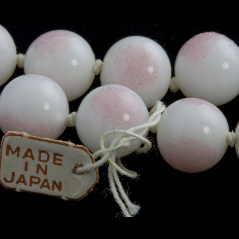 Vintage pink blush on glossy white 10mm rounds, Japan 1950's pkg of 6. b11-pp-1043(e)