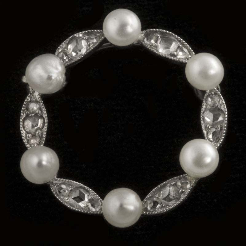 Art Deco 14k white gold, rose cut diamond and cultured pearl circle pin. pnad594(e)