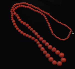 Vintage red graduated 30 inch bead strand from India. b11-rd-0842(e)