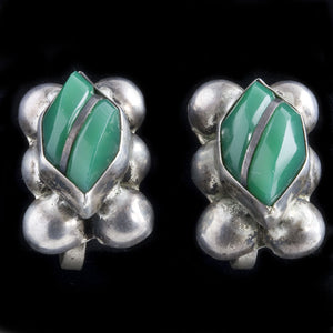 Vintage 1940's sterling silver and chrysoprase green glass screw back earrings Mexico. ervs858