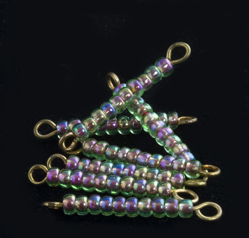 Vintage green vitrail size 10 seed beads on eye pin links. 25mm. 12 pcs. b17-197(e)