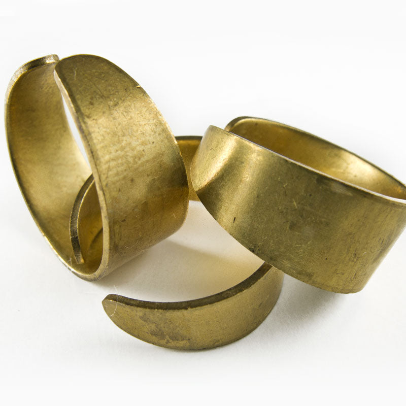 b9-2007-Vintage flat brass adjustable finger ring Pkg of 1