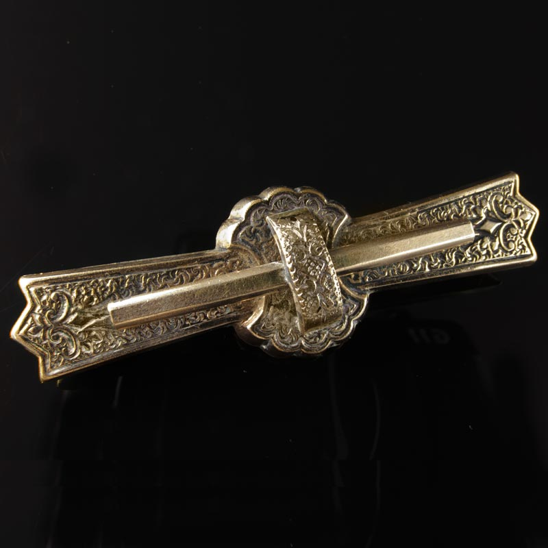 Victorian yellow gold filled etched bar pin. pnvc1040