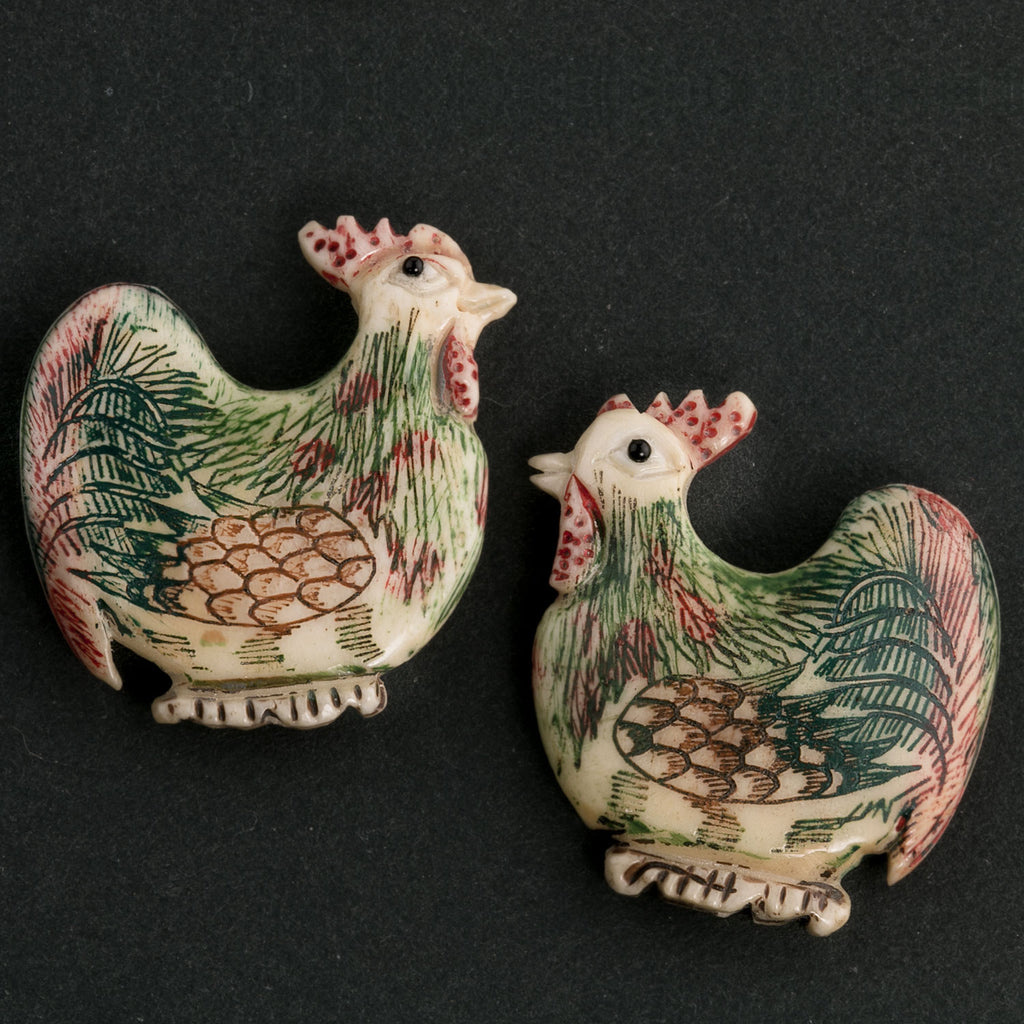 Hand carved polychrome scrimshaw ox-bone rooster pendant. 29x25x5mm Pkg of 1. b3-bo159B(e)