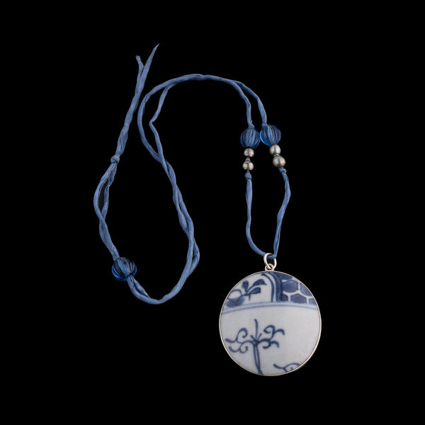 Antique Chinese blue and white porcelain shard pendant on silk ribbon. nlor825(e)