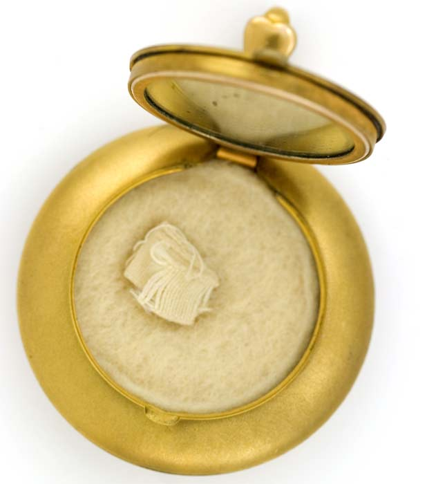 Edwardian powder locket. pded61