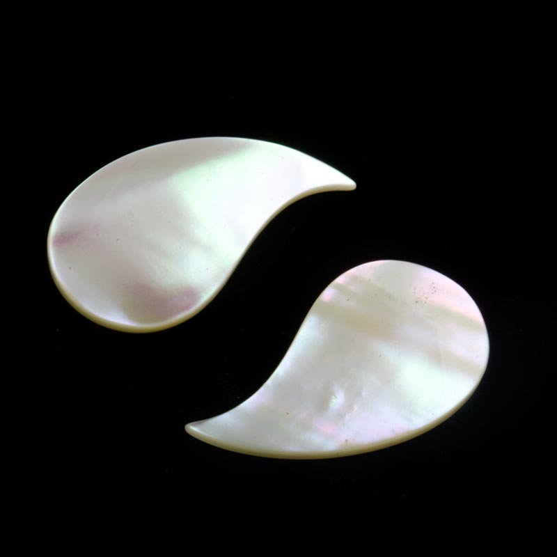 Vintage carved mother of pearl comma shaped pendant no hole 30x16mm pkg of 2. b15-mop114(e)