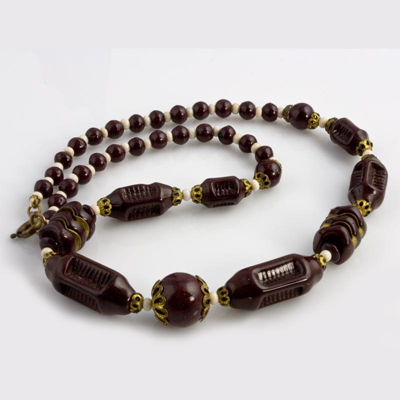 Art Deco Bohemian molded glass necklace. nlbg1078
