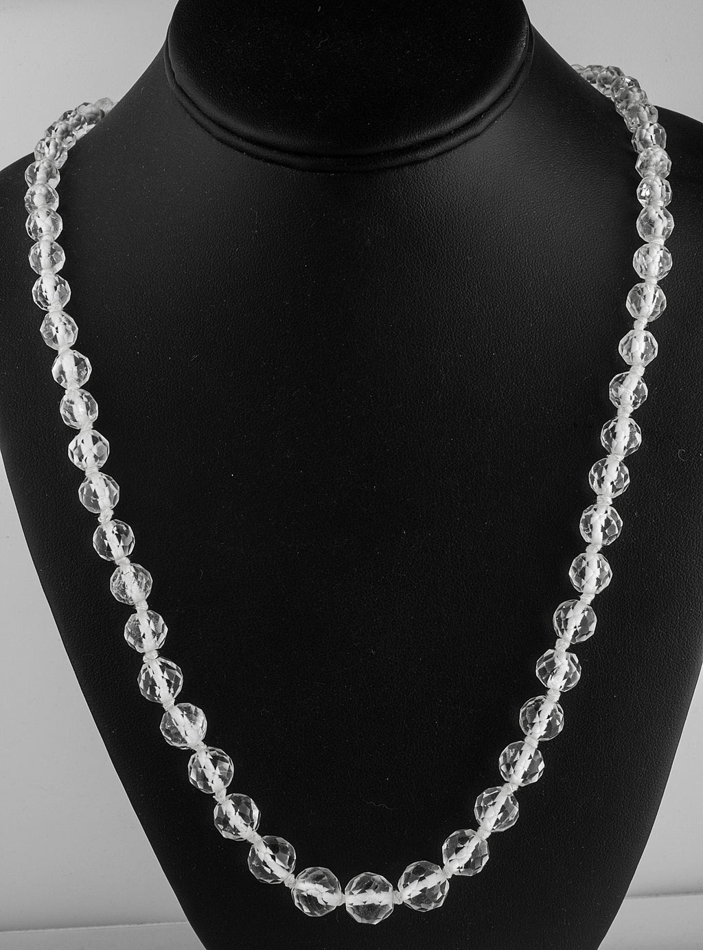 Vintage Art Deco graduated faceted rock crystal bead necklace. nlbd1099