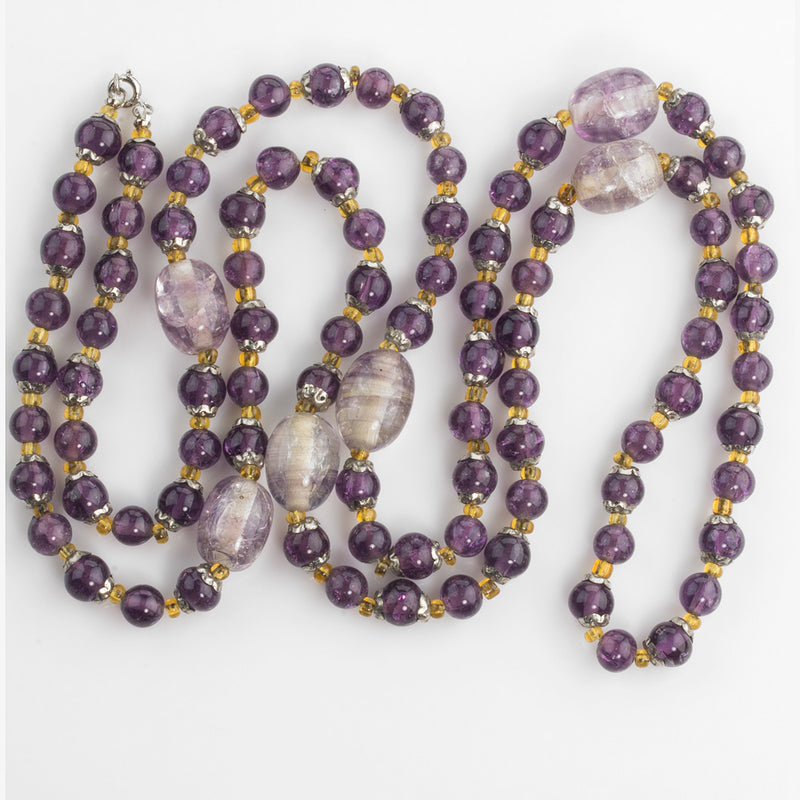 Vintage amethyst crackle glass bead necklace. nlbd1185