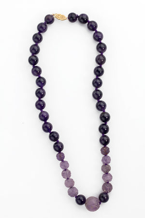 Vintage carved and smooth polished amethyst bead necklace. nlbd1190