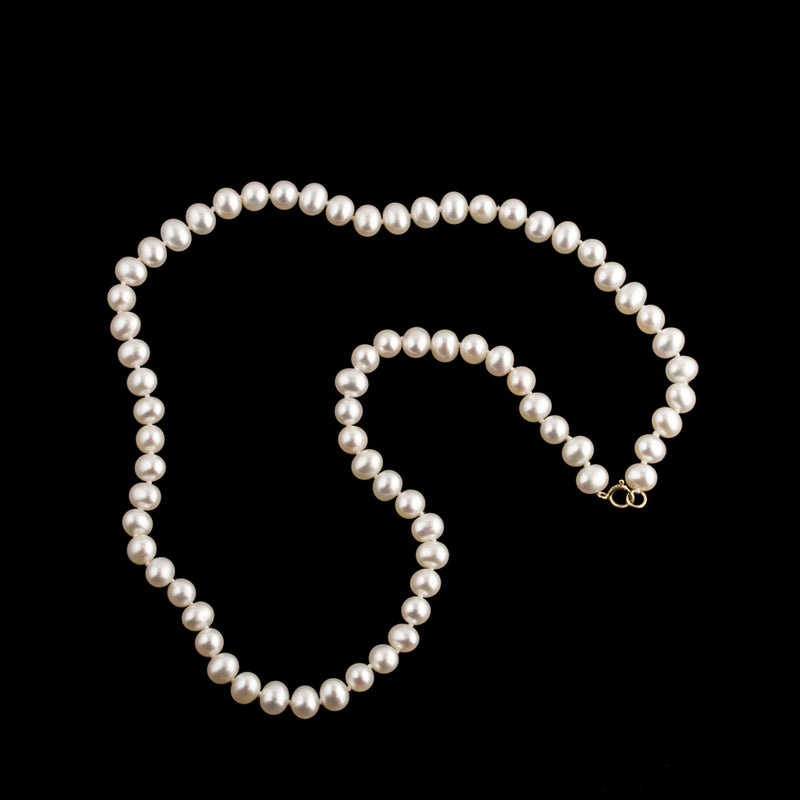 Vintage necklace of natural white freshwater high quality pearls hand knotted, 14k yellow gold clasp. nlbd1268