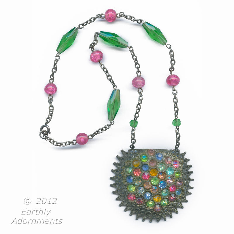 Vintage multi colored rhinestone pendant necklace. nlbg2026