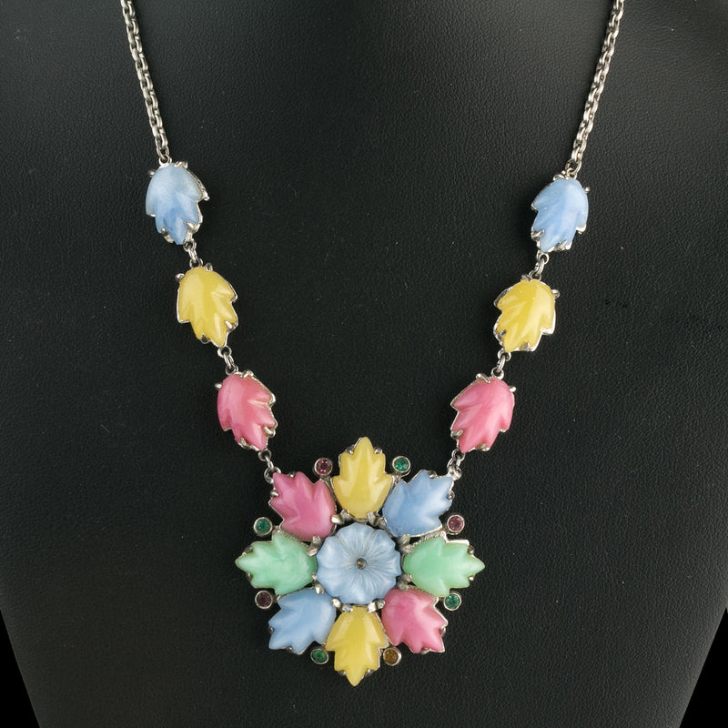 Molded multicolored glass  lower and leaf stone pendant necklace c. 1940s-50s. nlbg2153