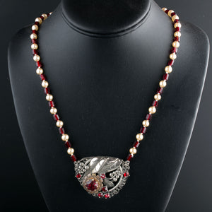 Silver metal, garnet glass and glass pearl pendant necklace. Czech 1930s. nlbg2157