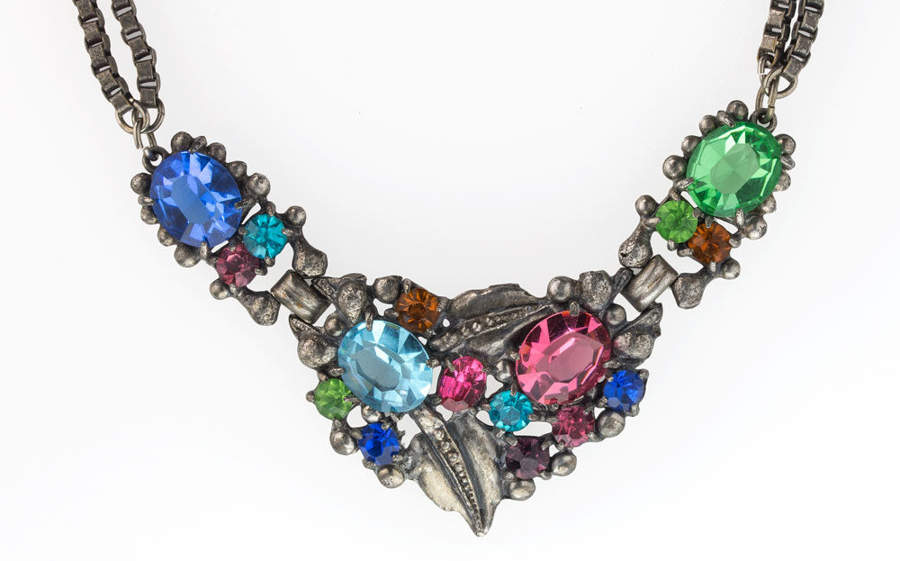 1930's-40's multicolored glass stone necklace. nlcs828