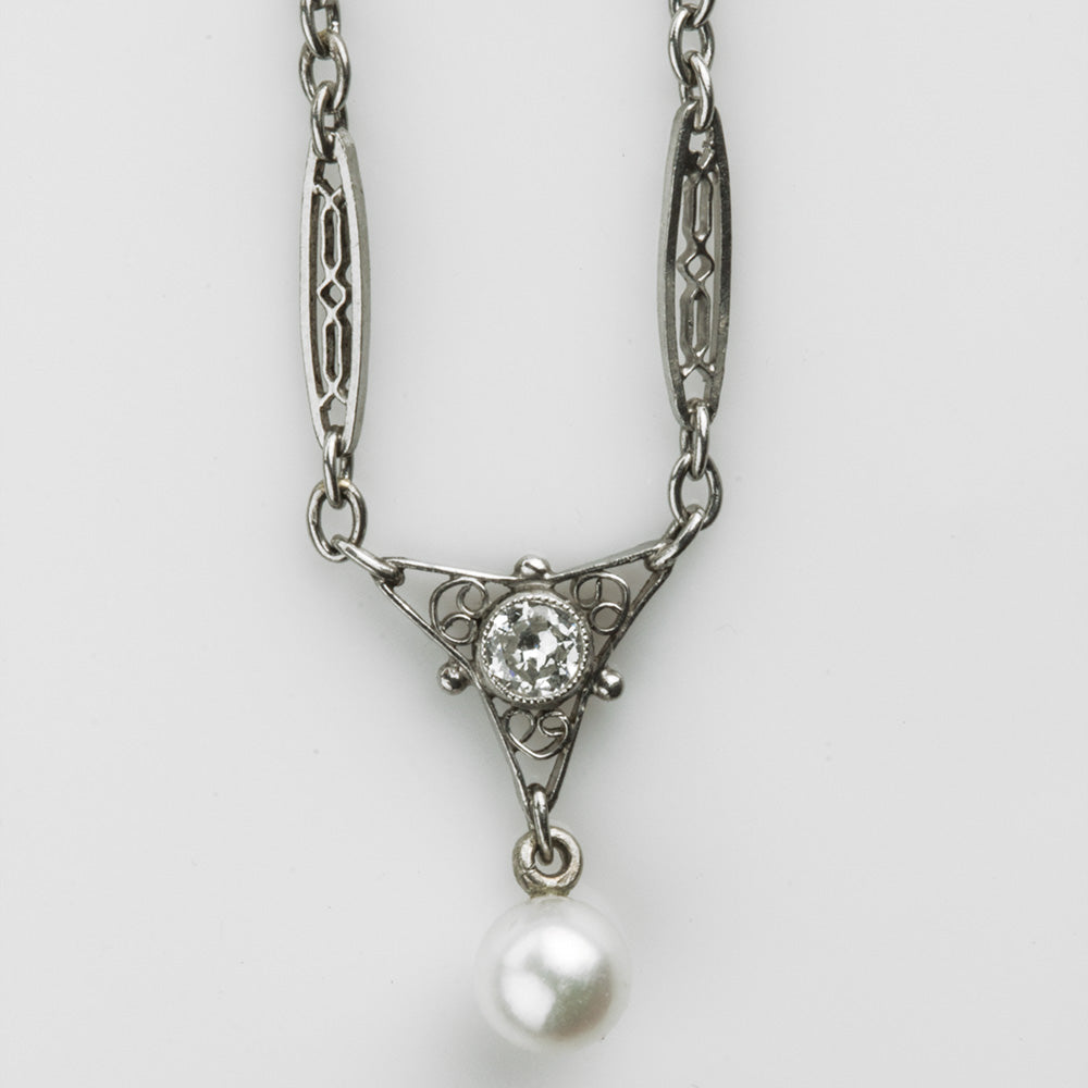 Art Deco diamond, platinum and pearl necklace. nlfn115