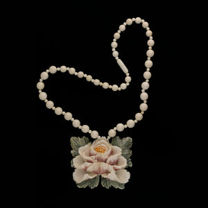 Vintage carved ivory flower polychrome scrimshaw pendant necklace nliv857