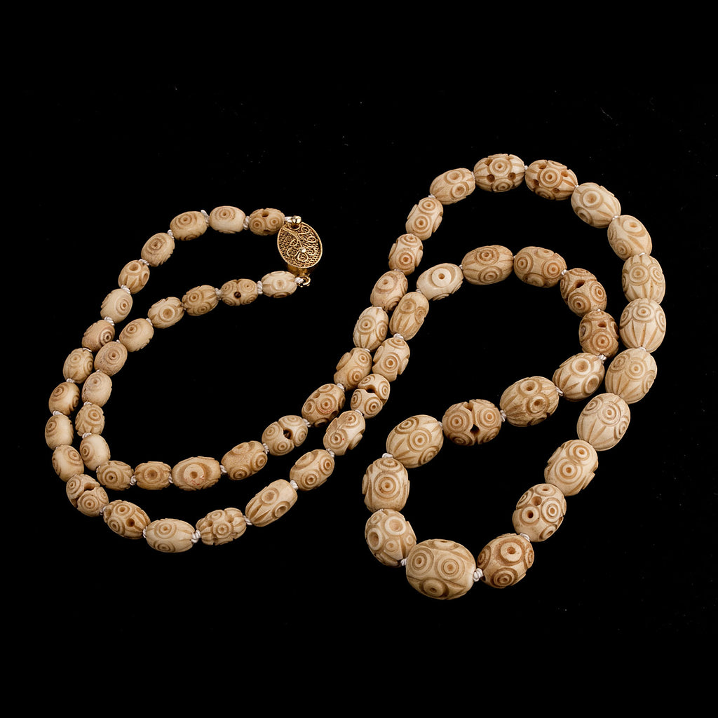 Vintage Art Deco 1930s finely hand carved graduated bone bead necklace. 30 inches. nliv871