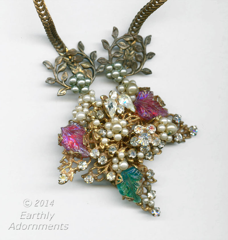 Original by Robert 1950's brooch repurposed into a pendant necklace. nlvn840e