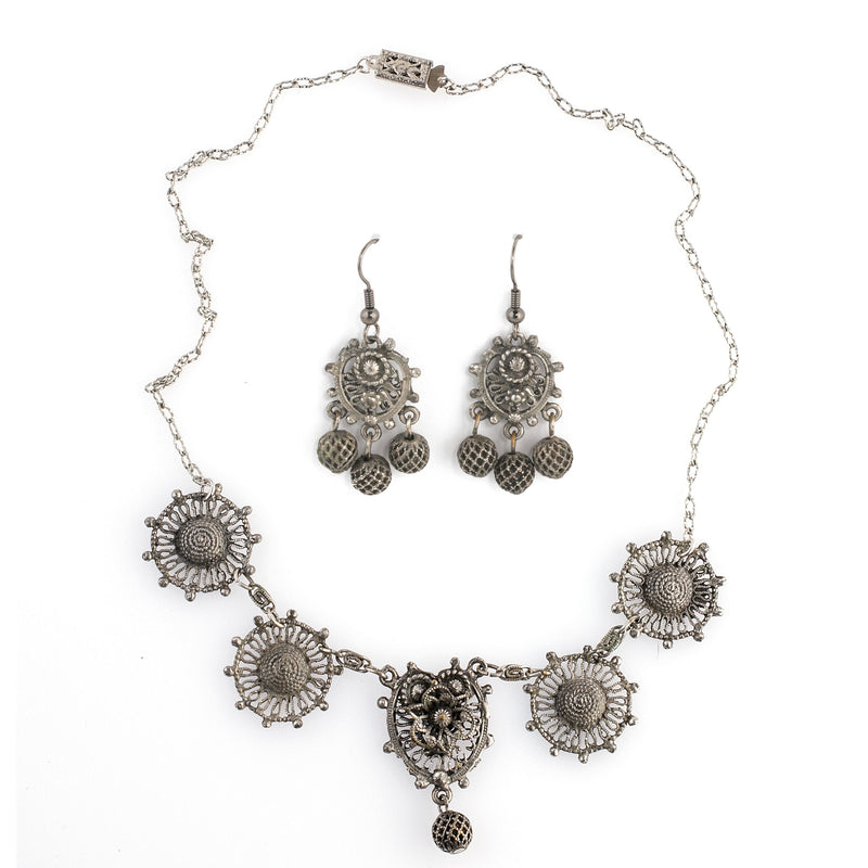 1930s cast silver metal fancy link necklace with matching earrings. nlvn868