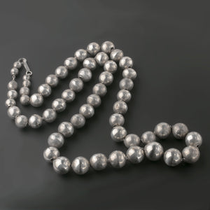 Vintage 1940s Taxco Mexico sterling silver pearls graduated necklace 27 inches. nlvs766
