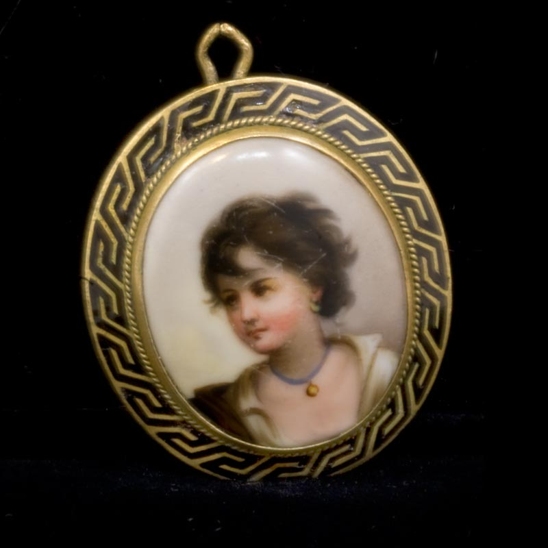 Mid Victorian hand painted porcelain and enamel portrait locket. pdvc446