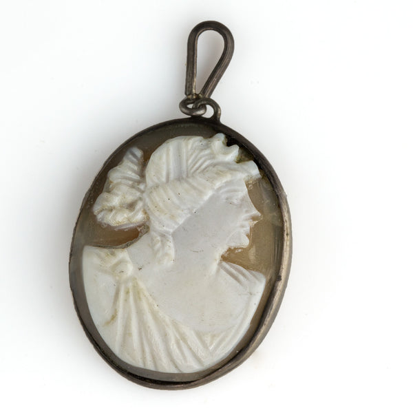 1920s Vintage carved shell cameo in sterling silver setting with bail. pdvs562(e)