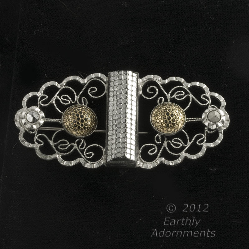 Art Deco filigree plated silver and glass brooch. Pnad599