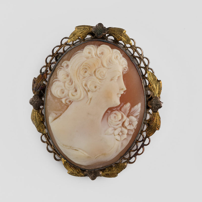 Edwardian conch shell cameo in a gold washed filigree setting. pned483