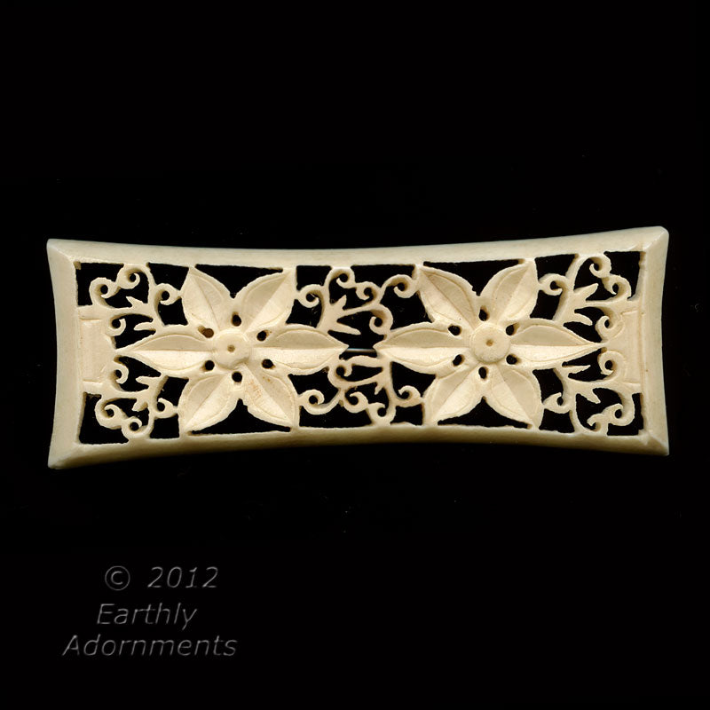 pniv815- Mid 20th century fine deeply carved bone brooch