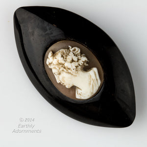 Victorian Whitby jet & shell cameo brooch. pnvc1010(e)