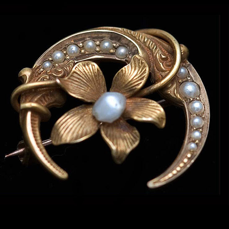 Victorian crescent & violet pin in  18k yellow gold and seed pearls. PNVC750