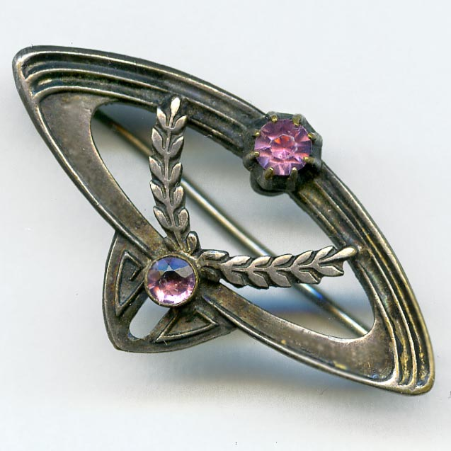 Ladies Art Nouveau Silver and Amethyst Glass Pin. pnvc774